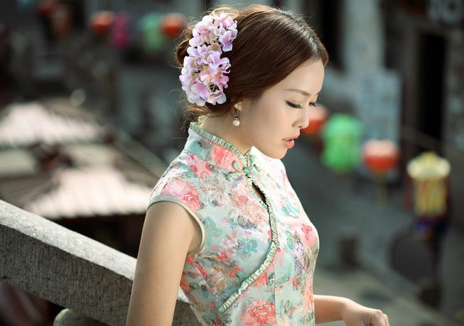 春天来了,春的旗袍到了——《中国旗袍网》