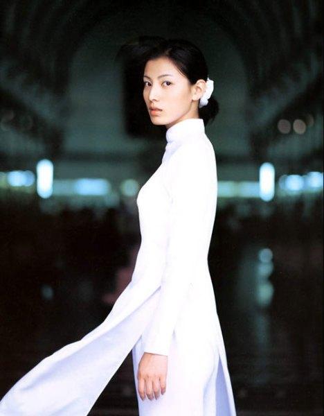 越南旗袍美女精彩图片_旗袍开叉到腰