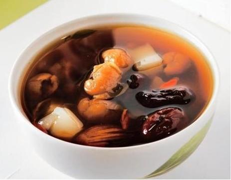 红枣泡水_具有养血安神的功效