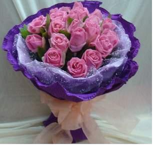 紫玫瑰代表浪漫真情和珍贵独特的回忆与现在的生活