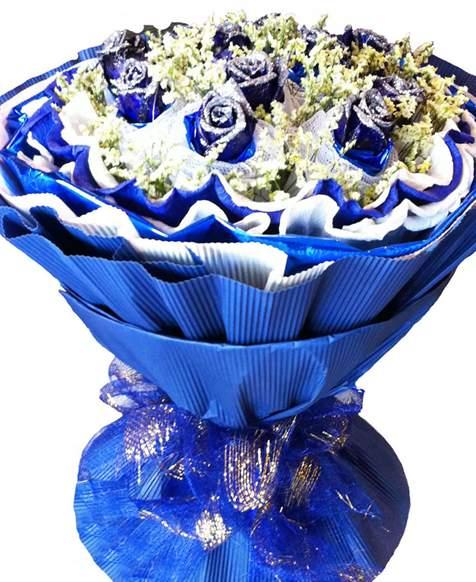 用一种对人体无害的染色剂和助染剂调合成的蓝玫瑰
