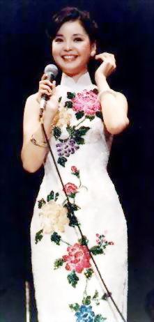 旗袍美女邓丽君诞辰60周年 各地缅怀歌后