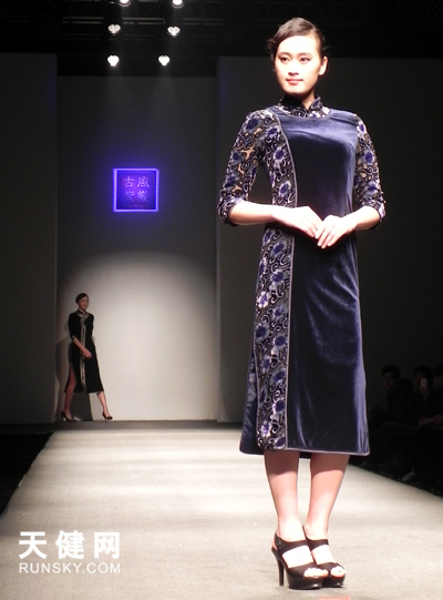 2013年大连举办春季首场旗袍秀备受好评