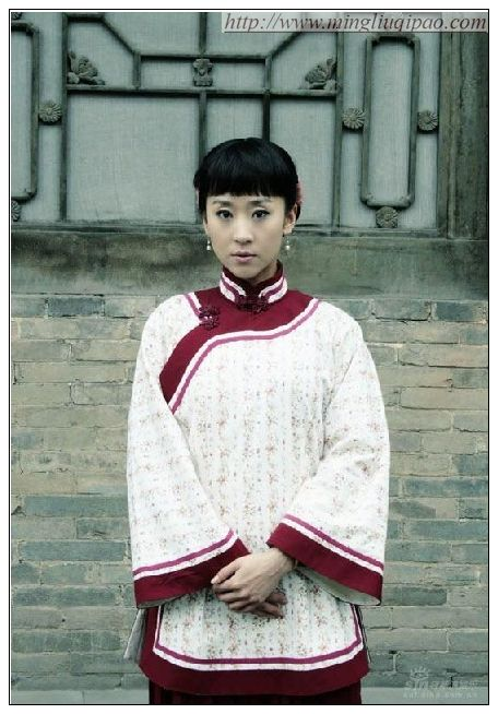 旗袍女神_影视明星苗圃银色旗袍装秀身材2