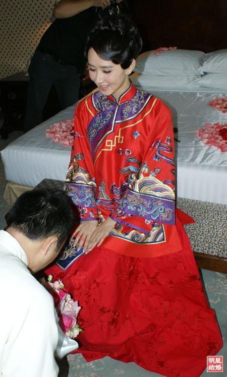 旗袍女神_明星胡静结婚时的敬酒中式同款旗袍1