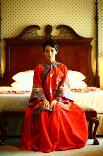 旗袍女神_明星胡静结婚时的敬酒中式同款旗袍