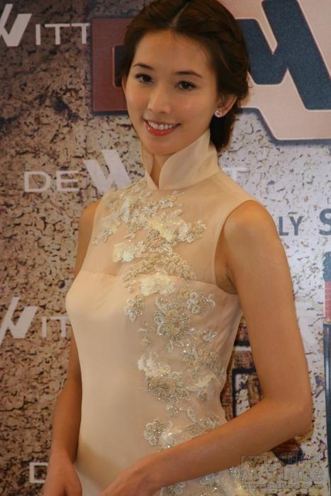 旗袍美女林志玲:希望着一身旗袍,走在此间,游廊花厅,堂前屋后