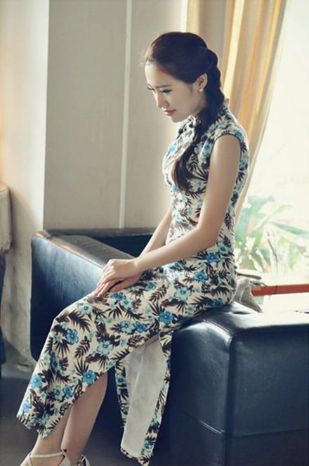 亚麻的无袖旗袍裙