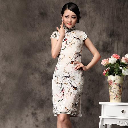 穿旗袍裙总能隐约到微凉的雨天