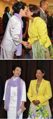 彭丽媛简历_淡蓝旗袍和绿色旗袍