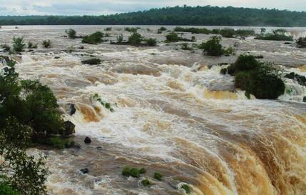 巴西瀑布的壮观景色
