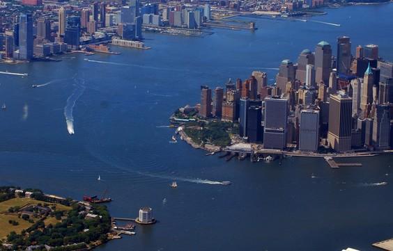 美国靠近海水的城市