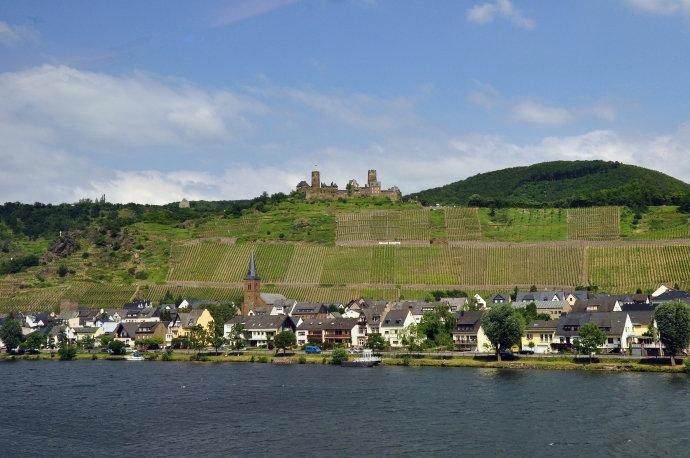 卢森堡山谷上的城市和古堡的遗迹介绍