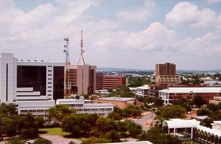 博茨瓦纳的城市中人和动物都是和谐相处之二