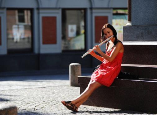 爱沙尼亚美女_童话中走出的阳光微笑
