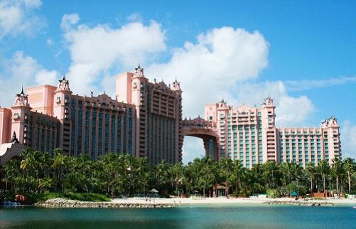 巴哈马移民_在粉红沙滩上享受日光浴