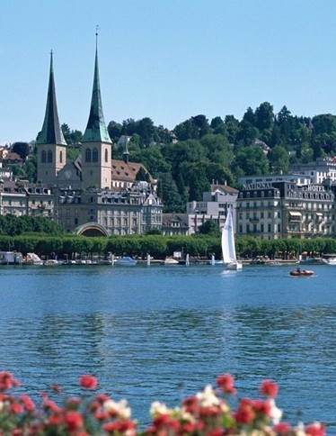 历史上一直保持政治与军事上的中立的国家瑞士