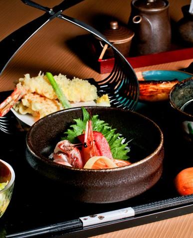 天皇是日本国和日本国民整体的象征