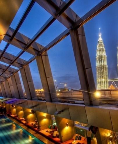 马来西亚市内清真寺以及佛教印度教的寺庙随处可见