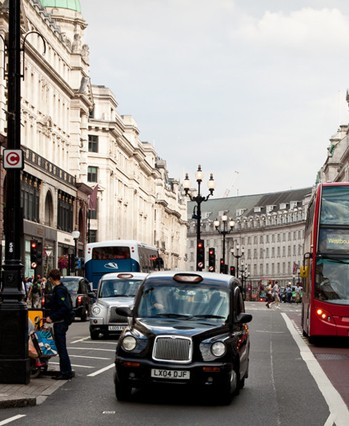 英国也是一系列国际组织如经合组织的一员